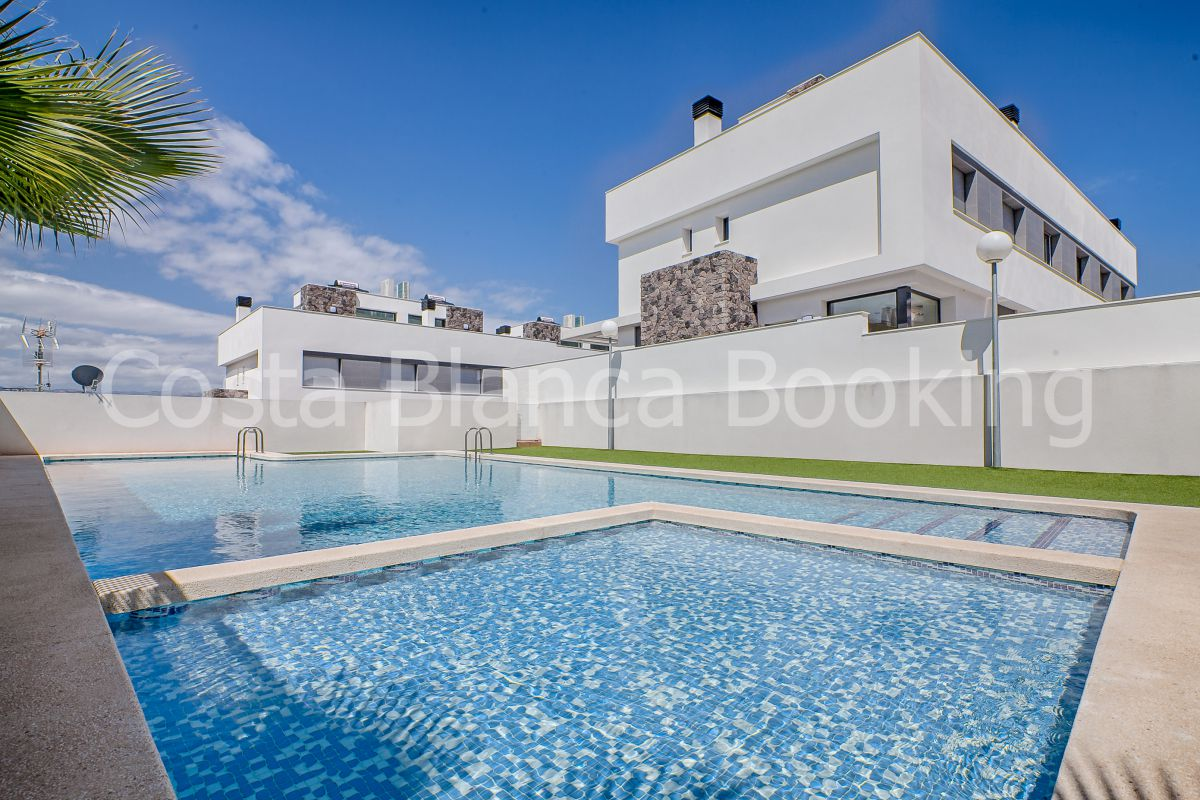 GREAT SEMI-DETACHED VILLA WITH PRIVATE POOL