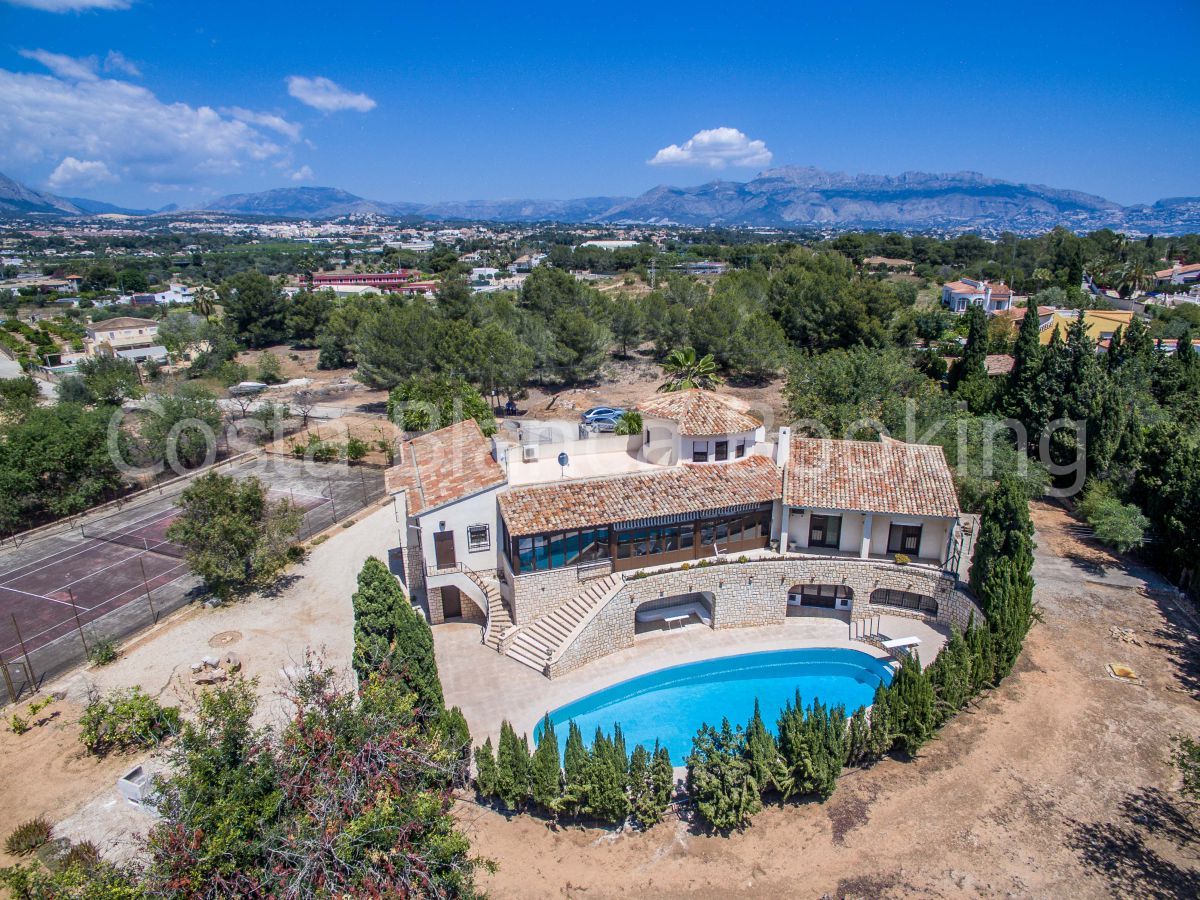 BIG SPANISH FINCA WITH A LARGE PLOT OF LAND OF 5000 SQUARE METERS