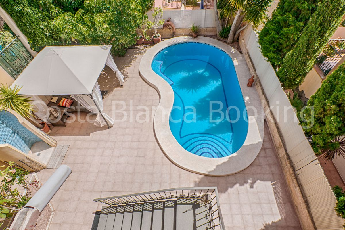 VILLA WITH SWIMMING POOL AND BIG UNDERBUILT