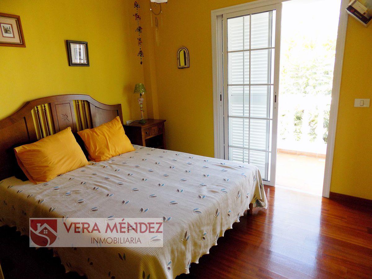 Dormitorio con armario