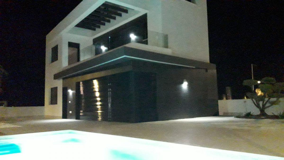 Vrijstaande villa in Algorfa - Nieuwbouw