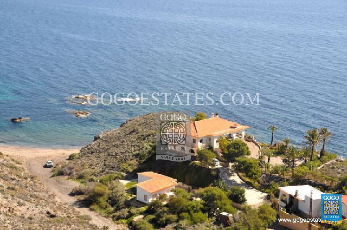 Villa unica en primera linea del mar en Aguilas