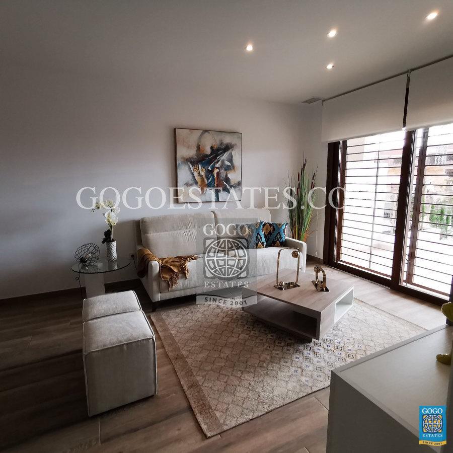 Nieuwe appartementen Villamartin in de buurt van de zee en golf