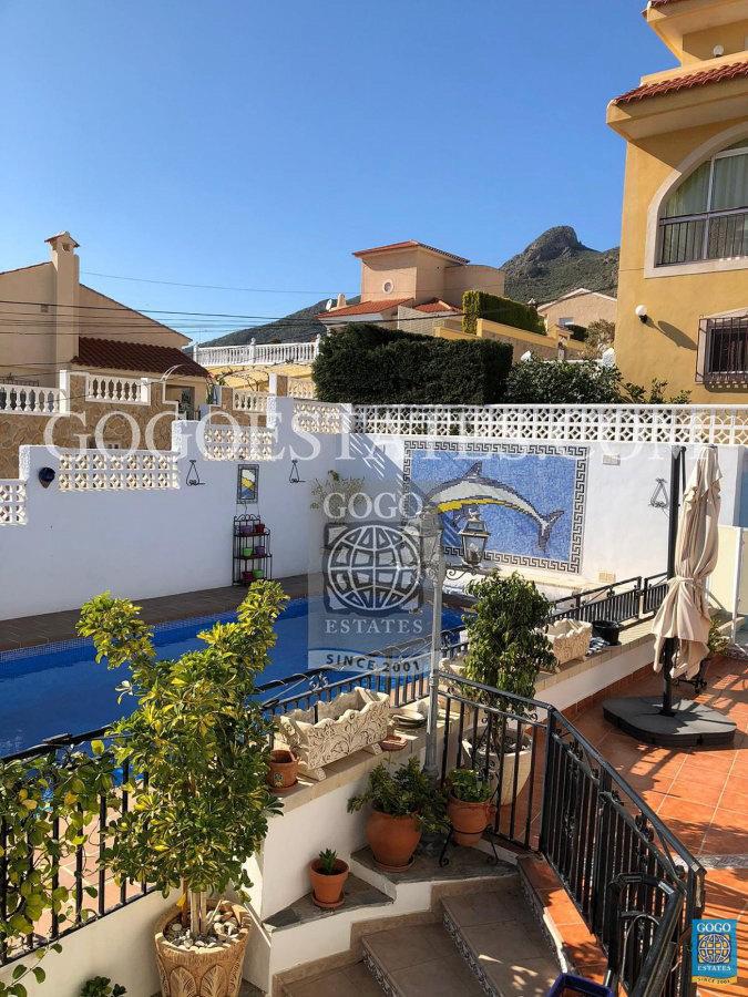 Prachtige 3 slaapkamer vrijstaande villa met privézwembad