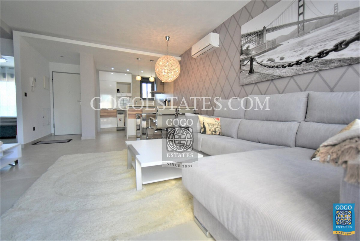 Appartement met privésolarium in Punta Prima, Orihuela Costa.