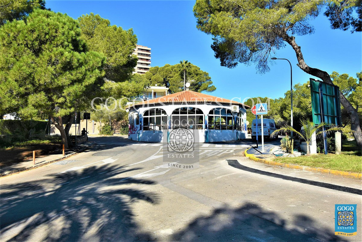 Appartement met uitzicht op zee te koop in Campoamor, Orihuela Costa.