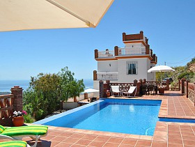 Villa For Sale in Moclinejo, Moclinejo, Spain